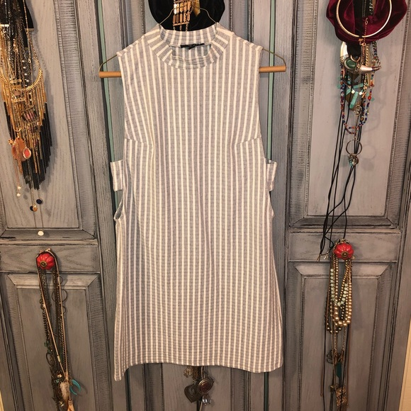 Dresses & Skirts - Preppy cut out dress